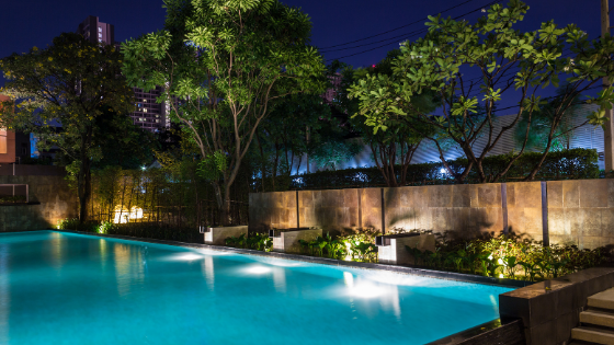 landscape-lighting-swimming-pool-at-night